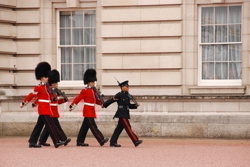バッキンガム宮殿の近衛兵