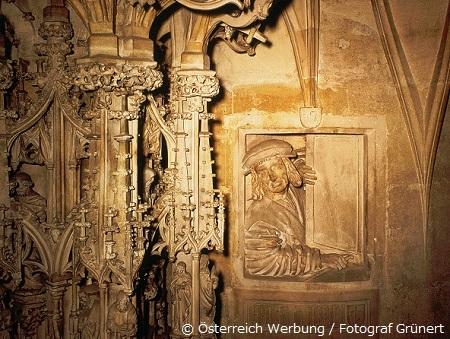 見事なゴシック様式の説教壇の彫刻(シュテファン寺院)