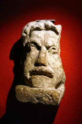 ローマンバスの彫刻