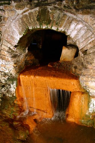 ローマンバスの水道