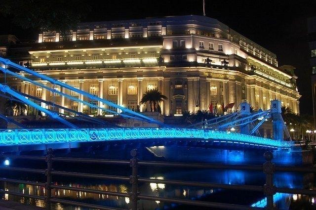 色鮮やかなシンガポールの夜