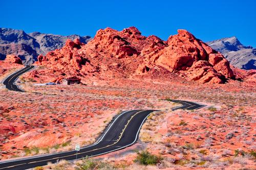 バレーオブファイヤーの名前の通り真っ赤な岩のコントラストが美しい