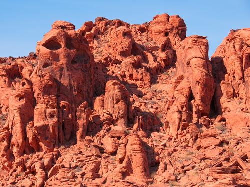 日本では見れない不思議な岩岩です。全て自然の力です。