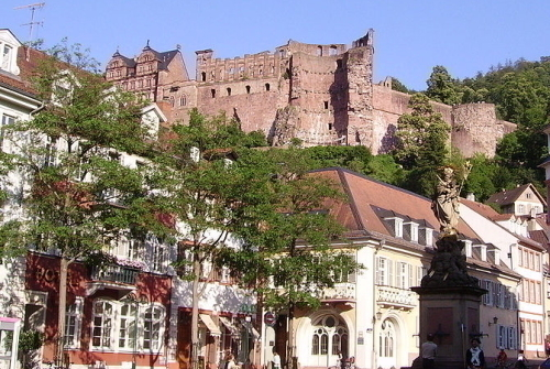 ハイデルベルク城を街から