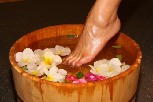 足湯で温めます