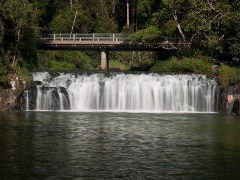 高原地帯の美しいマランダの滝