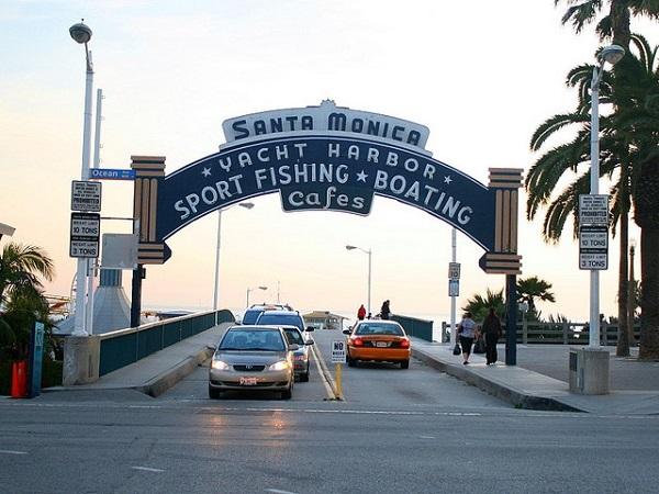 この先は、サンタモニカのピアに繋がっています!